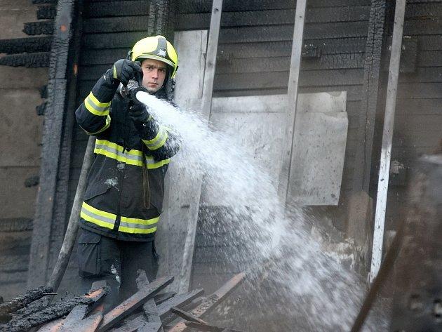 Požár haly v brněnské ulici Těžební.