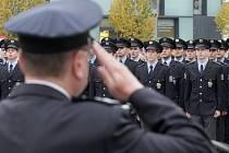 Nové kolegy ve svých řadách slavnostně uvítali jihomoravští policisté. V pátek po poledni složilo na náměstí Svobody v Brně před hosty i svými rodinami služební slib jedenapadesát nových členů.