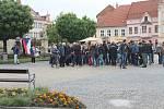 Úterý minulého týdne patřilo i na jižní Moravě demonstracím. Na Masarykově náměstí ve Vyškově se sešlo asi 150 lidí. Nechyběl ani bývalý premiér Bohuslav Sobotka