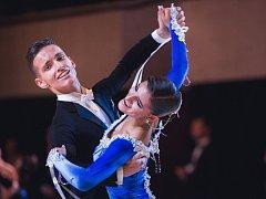 Pár Jakub Brück a Anna Riebauerová, reprezentující klub DSP Kometa Brno, se o víkendu v Moskvě na mistrovství světa probojoval do finále a skončil šestý v kombinaci deseti tanců v kategorii mládež.