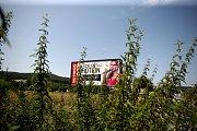 Podle nové veřejné vyhlášky Jihomoravského kraje musí být billboardy umístěné u silnic prvních tříd od 1. září odstraněny.