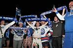 Na brněnský tým hokejistů čekaly před DRFG Arenou stovky fanoušků.