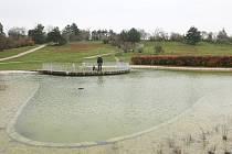 Park na Kraví hoře s jezírkem. Ilustrační foto.