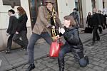 Švihlého pochodu Brnem se zúčastnili fandové britské humoristické skupiny Monty Pythons Flying Circus, která vytvořila švihlou chůzi pro jeden ze svých skečů.