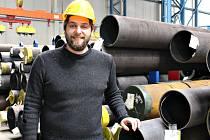 Pod jednou střechou ve vyškovském logistickém centru probíhá obchodní činnost, zajištění hutního materiálu, jeho úprava, příprava pro přepravu a samotná expedice. Firma si podle Milana Málka zakládá hlavně na zodpovědných zaměstnancích.