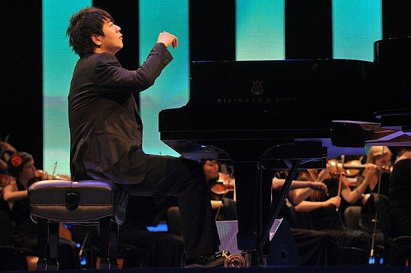 Záznam koncertu zBerlína, na němž jeden znejlepších světových pianistů Lang Lang oslavil před dvěma lety třicáté narozeniny.