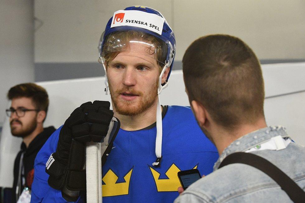 Hráči při rozbruslení - Gabriel Landeskog.
