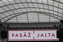 Pasáž Jalta po téměř dvaceti letech otevřely osobnosti jako Leoš Mareš, Libor Bouček nebo Bolek Polívka. Byla zavřená zhruba dvě desetiletí.