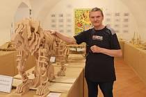 Miroslav Mužík vyrábí modely podle nákresů Leonarda da Vinciho. Nyní je vystavuje v Brně.