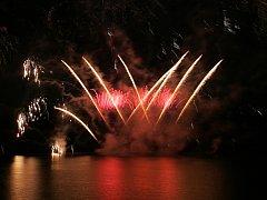 Poslední soutěžní ohňostroj nad brněnskou přehradou v podání týmu z Portugalska.