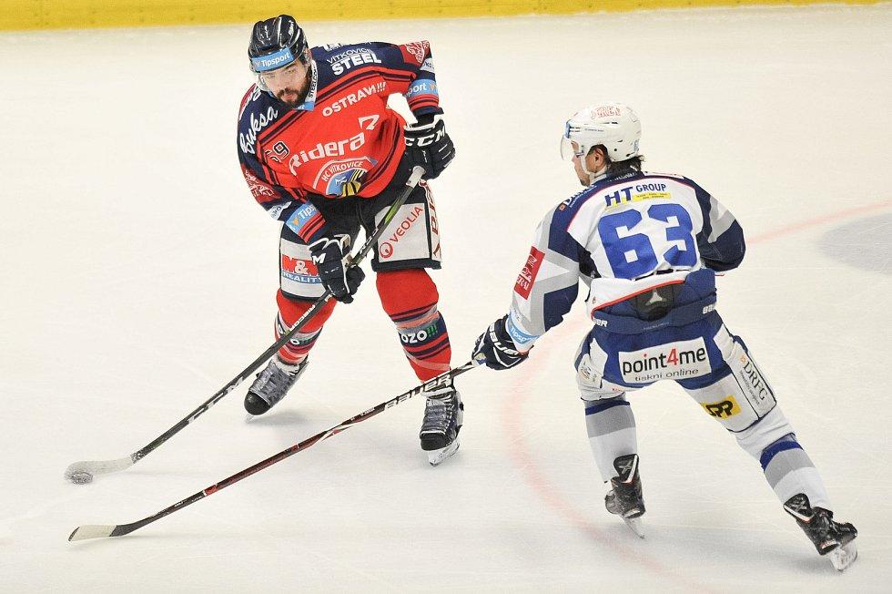 Utkání 35. kola hokejové extraligy: HC Vítkovice Ridera vs. HC Kometa Brno, 30. prosince 2017 v Ostravě. Szturc Roman a Němec Ondřej.