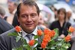 Jiří Paroubek rozdal Brňanům předvolební oranžové růže.