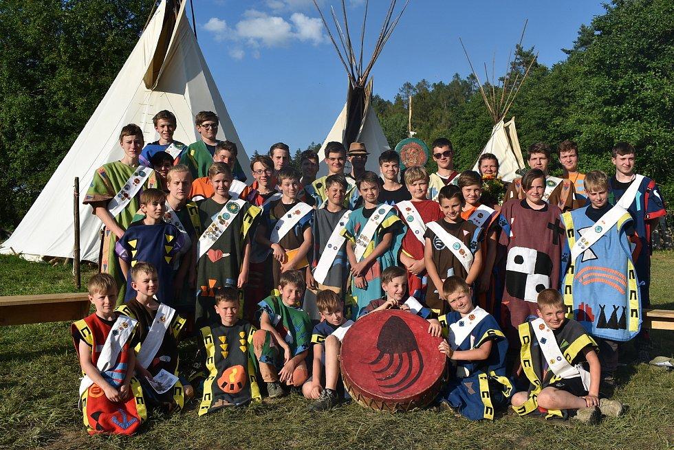Turistický oddíl mládeže Hvězda Severu a snímek z letního tábora.