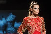 Luxusní módní přehlídkou Luxusy cut v neděli večer vrcholil sedmačtyřicátý ročník veletrhů módy Styl a Kabo na brněnském výstavišti. Organizátoři exkluzivně představili například šaty od známého návrháře Olega Cassiniho.