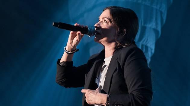 Světlo zalilo brněnské Sono Centrum. Zpěvačka Anna K tam představila nové album.