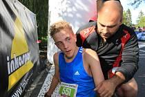 Vyčerpaný atlet Robert Míč.
