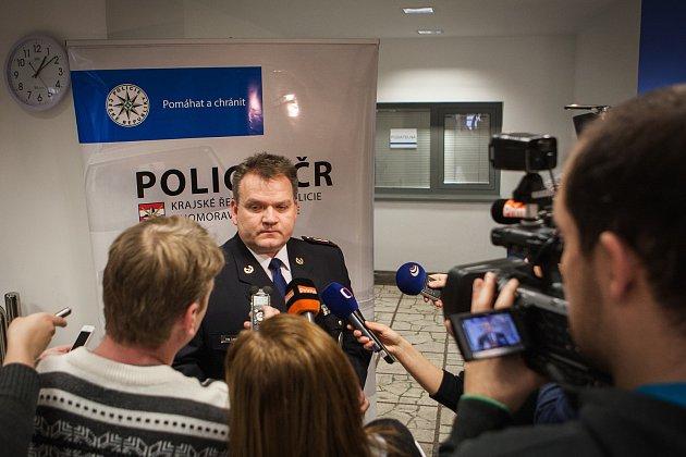 Ředitel jihomoravské policie Leoš Tržil oznamuje dopadení pachatelů brutální vraždy důchodce vIvančicích.