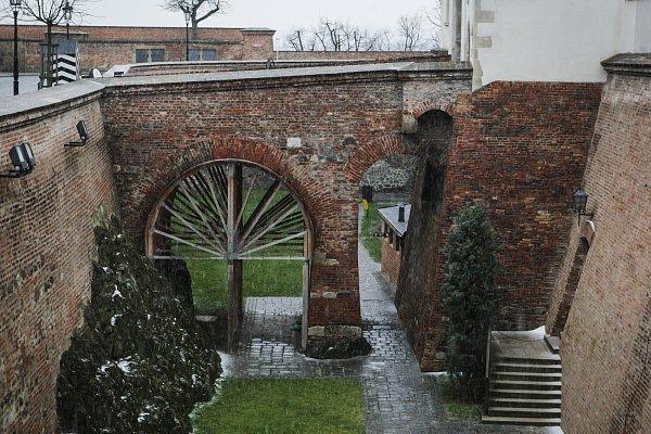 Hradní most přes východní příkop na Špilberku.