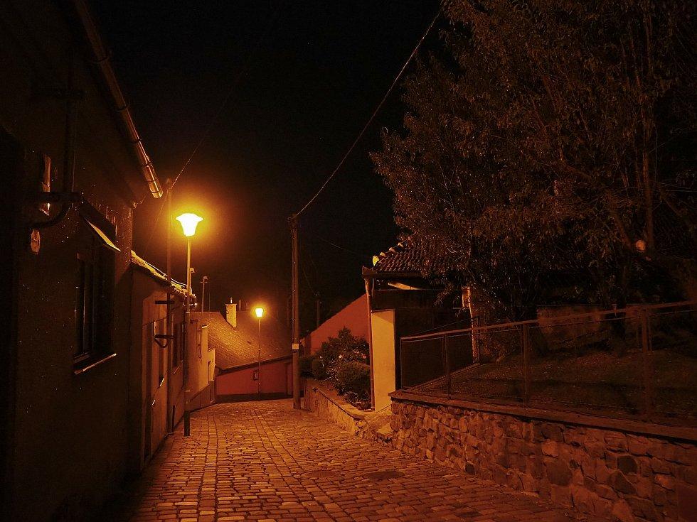 Známé dominanty Brna i běžným kolemjdoucím skrytá zákoutí zachytil objektiv fotoaparátu. Na snímku je Starý Lískovec.