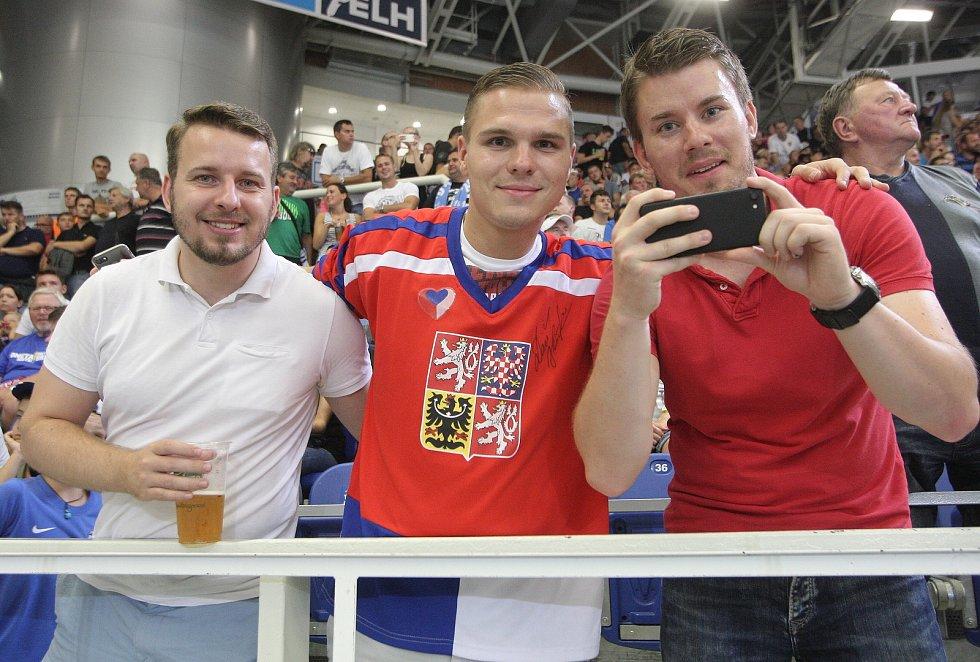 Tým Martina Havláta nakonec vyhrál nad Kometou Brno 10:5. Po ledě brněnské DRFG Areny kroužila taková esa jako Jaromír Jágr, Patrik Eliáš či Zdeno Chára.