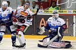 HC Kometa Brno v modrém (Karel Vejmelka) proti HC Sparta Praha.