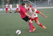 Hráči Amazingu (ve fialovém) ve 3. EKO Century lize Brněnského svazu malé kopané vyhráli 2:1 nad celkem Výtahy SHS.