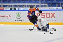 Hokejisté brněnské Komety B (v bílém) se v pátek utkali s Hodonínem.
