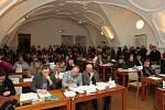 Jednání zastupitelstva Brno-střed o zákazu hazardu.