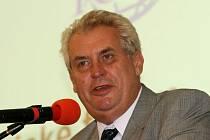 Bývalý český premiér Miloš Zeman se na Mezinárodním strojírenském veletrhu zúčastnil Ekonomického fóra.
