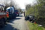 Řidič osobního auta narazil u Dolních Kounic na Brněnsku do domíchávače betonu.