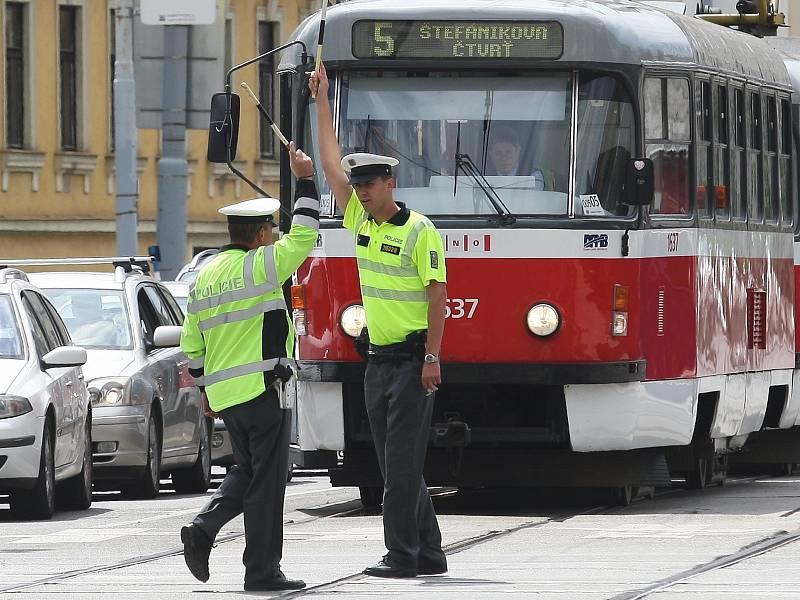 Tramvaj v brněnské ulici Vídeňská, kterou budou v létě 2022 opravovat. Ilustrační foto.
