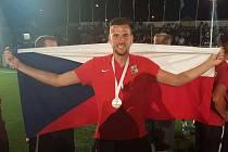 Po dvou letech opět přivezl bronzovou medaili z mistrovství Evropy v malém fotbalu. Brankář Marek Gruber pomohl ke třetí příčce v Černé Hoře i minulý týden v Maďarsku.