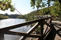 Lidmi oblíbená turistická trasa v úseku Junácká louka – Nad Zouvalkou – Kůlny u Brněnské přehrady. Během zpřísněného režimu tam mohou chodit na vycházky jen lidé z Brna, kam toto místo katastrálně spadá.