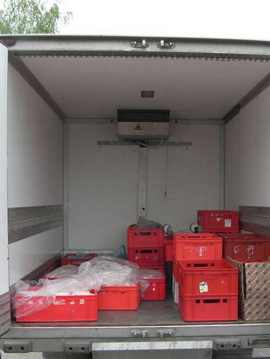Policisté zadrželi pachatele při činu. V dodávce měli připraveno maso na vývoz z masokombinátu.