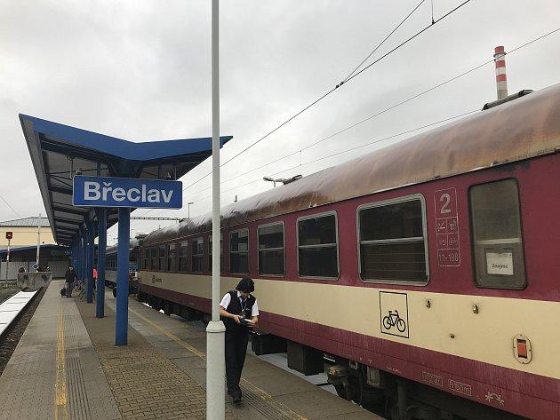 Cesta nadšence Ladislava Šimůnka vlakem okolo hranic České republiky.