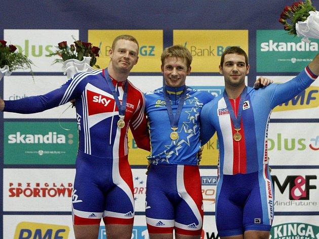 Bronzový medailista v keirinu Adam Ptáčník s evropským šampionem Jasonem Kennym z Velké Británie a jeho stříbrným krajanem Matthewem Cramptonem (zprava).