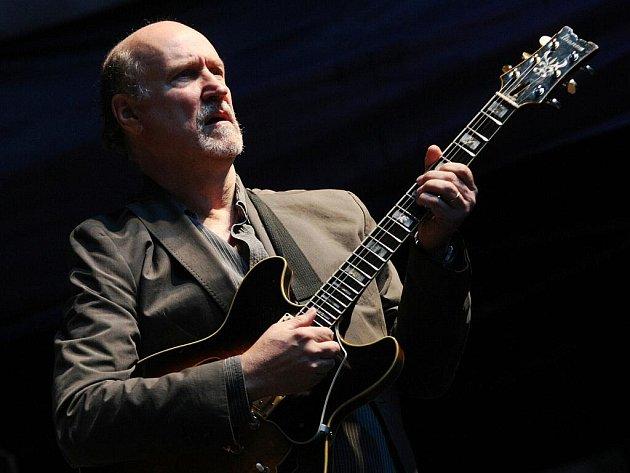 Koncert jazzového kytaristy Johna Scofielda v Brně.