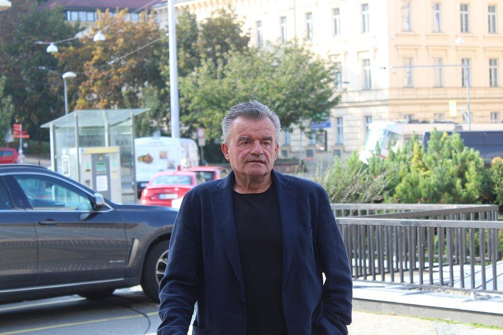 Volební štáb vítěze senátních voleb v Brně Romana Krause, 10. října 2020.