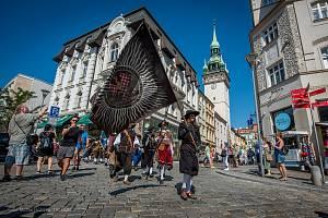 Připomínku obléhání Brna Švédy mohli lidé shlédnout v podobě historických uniforem a zbraní v centru města. Vojáci prošli slavnostním pochodem město a na Kraví hoře postavili stanový tábor.