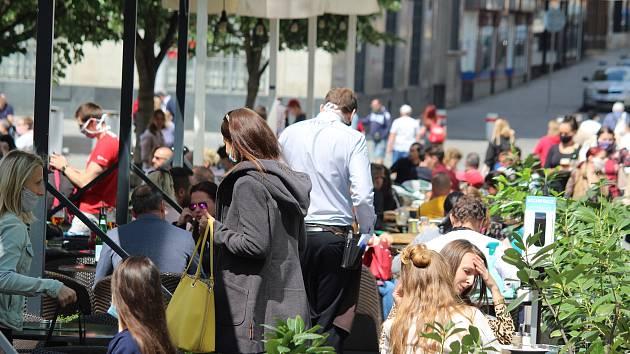 Restaurace budou moci otevřít i vnitřní prostory, nutné ovšem budou i nadále testy.