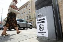 Nenávistné plakáty proti pochodů gayů a leseb v Brně.