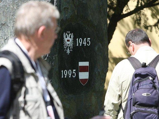 Lidé si přišli připomenout divoký odsun brněnských Němců symbolickým pochodem, který uspořádalo Fórum pro česko-rakouský dialog k výročí odsunu brněnských Němců.
