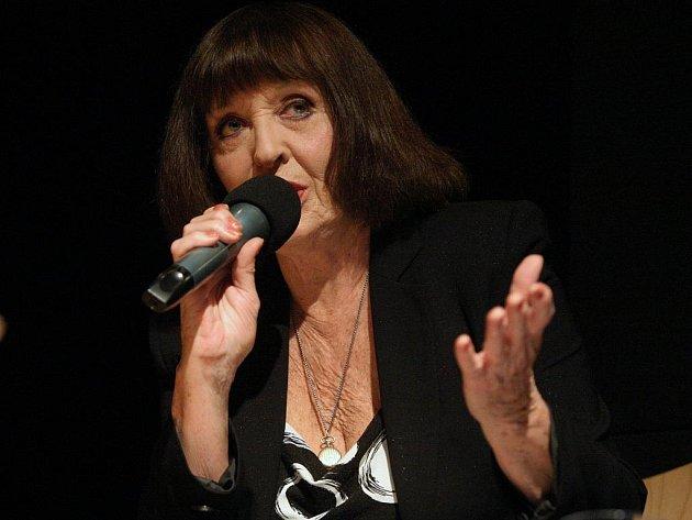 Skladby z alba Ohrožený druh Michala Horáčka zazpívaly v Semilasse šansoniérky.