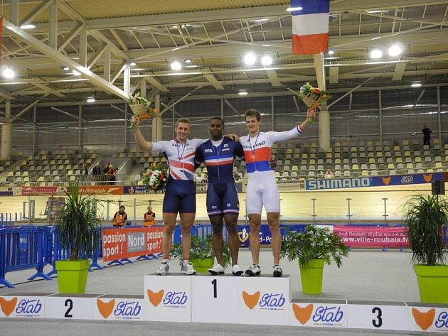 Pavel Kelemen (vpravo) na stupních vítězů.