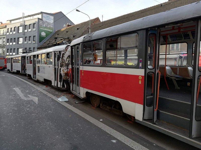 Nehoda dvou šalin v brněnské Křížové ulici.