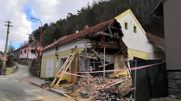 Do domu v Lažánkách, kde žije Jiří Zouhar s rodinou, napálil kamion.