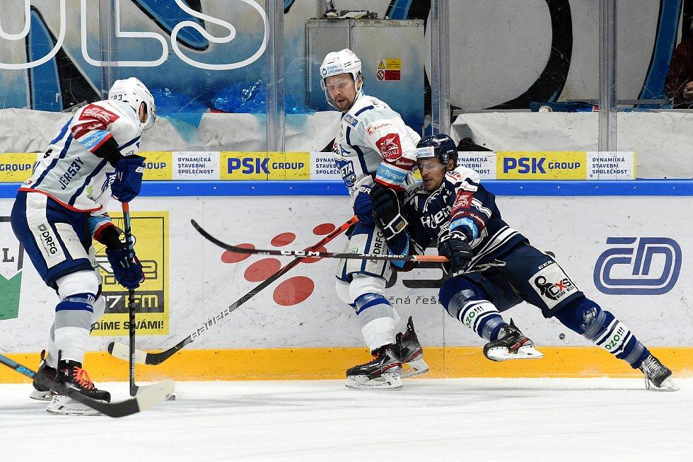 Domácí HC Kometa Brno (Ondřej Němec) v bílém proti HC Vítkovice Ridera