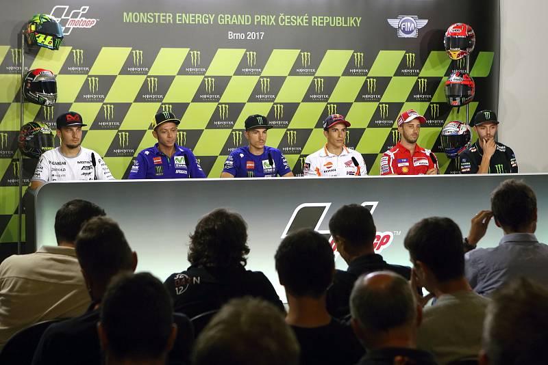 Tisková konference s jezdci Moto GP - zleva Karel Abraham, Valentino Rossi, Maverick Viňales, Marc Márquez, Andrea Dovizioso a Jonas Folger.