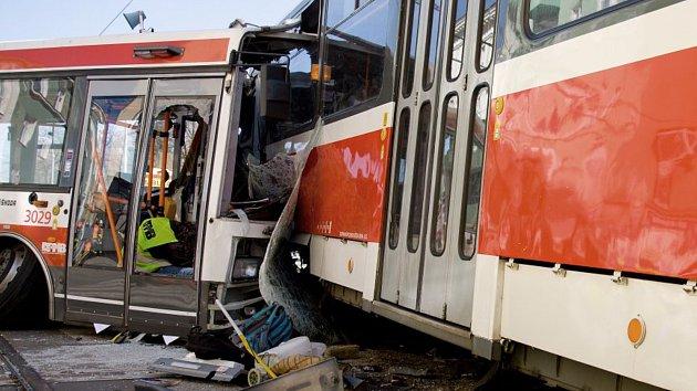Vážná nehoda tramvaje a trolejbusu v Brně