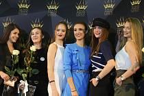 Třiatřicet dívek se zúčastnilo castingu Miss Czech Republic v nákupním centru v Králově Poli.